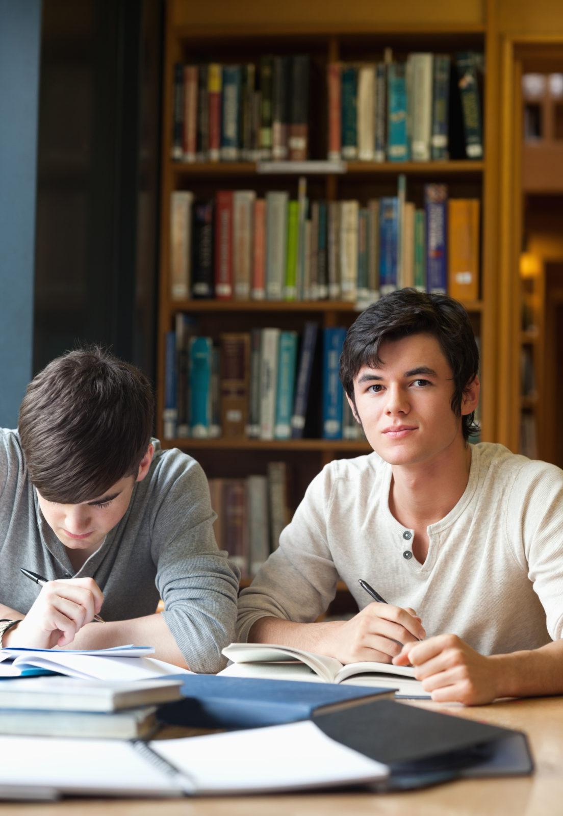 studenci uczący się